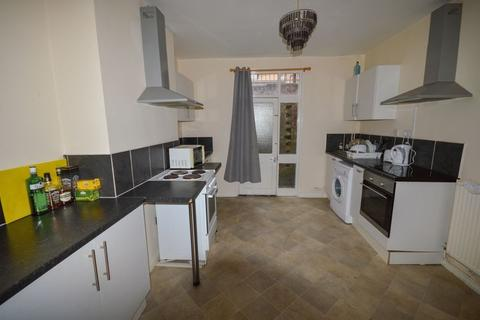 8 bedroom house share to rent - Double Bedroom - House Share