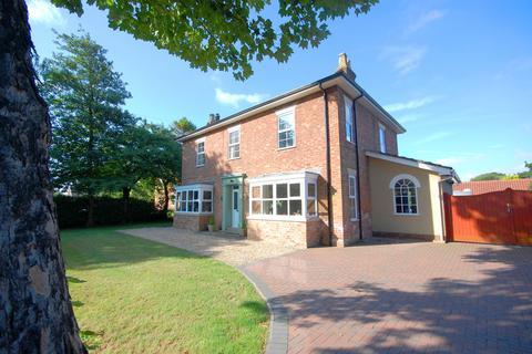 4 bedroom detached house for sale - The Elms, Sea Dyke Way, Marshchapel, DN36 5SX