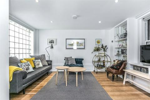 3 bedroom house to rent - Bacon Street, London, E2