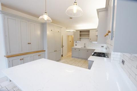 6 bedroom semi-detached house to rent - Thyra Grove, Alexandra Park
