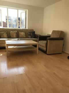 2 bedroom flat to rent - Linnet Close, London, N9