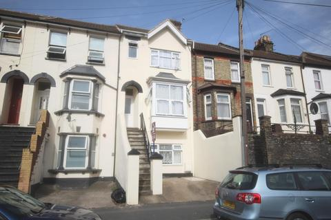 1 bedroom in a house share to rent - Luton Road, Chatham, ME4