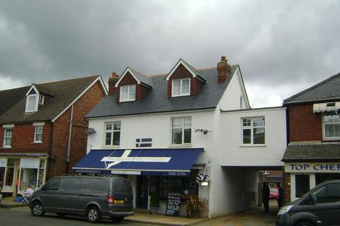 1 bedroom flat to rent - Station Road, Liphook GU30