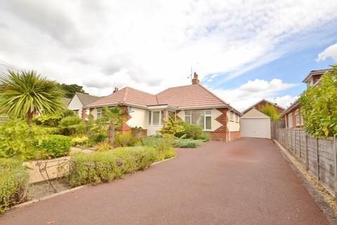 2 bedroom bungalow for sale - Ferndown