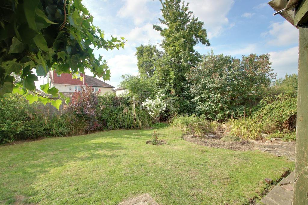 3 Bedrooms Semi Detached House for sale in Cromwell Drive