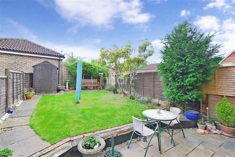3 bedroom semi-detached house for sale - Beaver Road, Allington