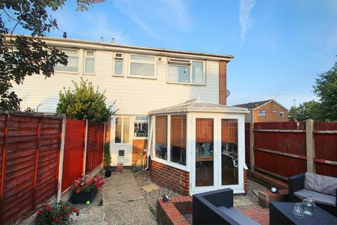 2 bedroom end of terrace house for sale - Noakes Avenue, CHELMSFORD, Essex