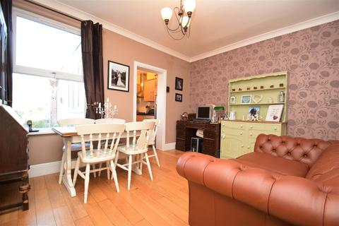 2 bedroom terraced house to rent - Gosbrook Road, Caversham, Reading