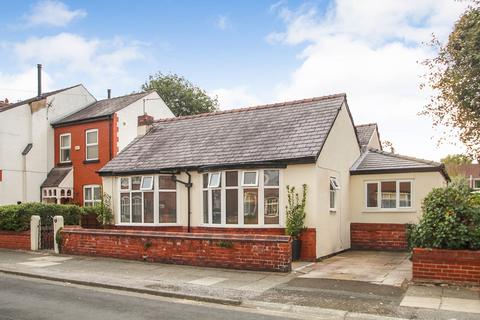 4 bedroom detached bungalow for sale - Blinco Road, Urmston, Manchester, M41