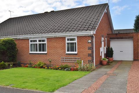2 bedroom semi-detached bungalow for sale - Paddock Hill, Ponteland, Newcastle upon Tyne, NE20
