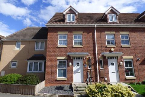 3 bedroom townhouse for sale - 3 Haweswater Way Kingswood Hull