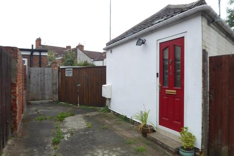 3 bedroom detached bungalow to rent - Minton Street, Hull