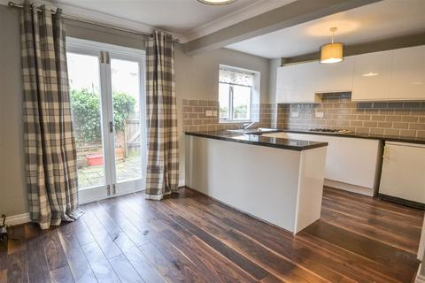 3 bedroom terraced house to rent - St Andrewgate, YO1