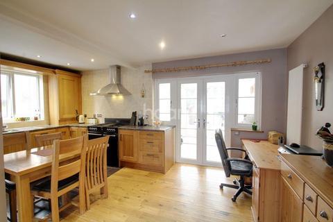 3 bedroom semi-detached house for sale - Mead Close, Peterborough, PE4