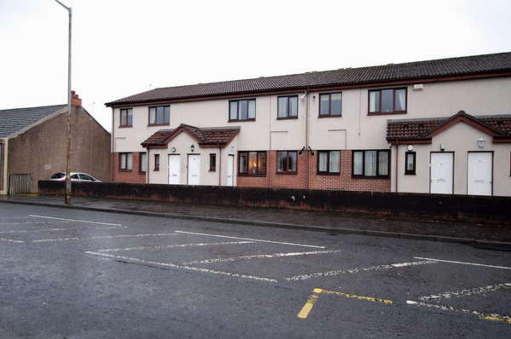 2 Bedrooms Flat for sale in Flat E, 44 Galston Road, Hurlford, Kilmarnock, KA1 5HU