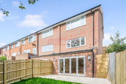 3 bedroom house for sale - Lambourne Close, Brighton