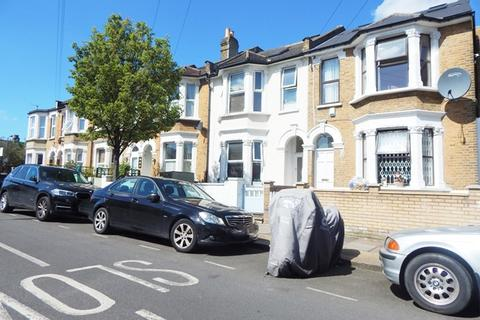 3 bedroom flat - Charlmont Road, Tooting, London, SW17