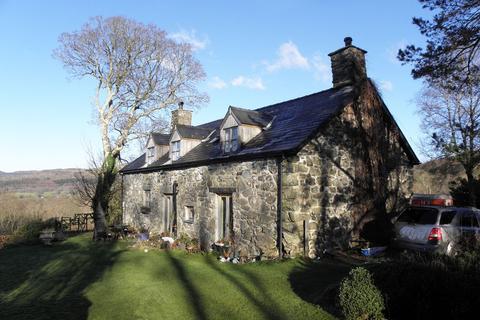 3 bedroom detached house for sale - Cae Ceirch, Brithdir, LL40 2SB