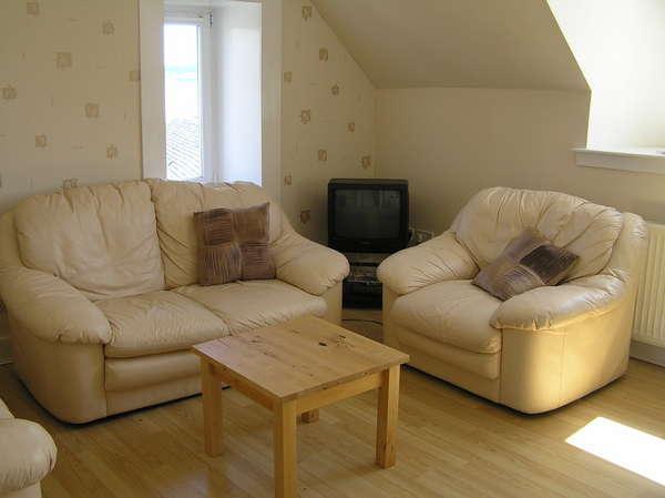 2 Bedrooms Flat for sale in 12 Ritchie Street, Millport, KA28 0AL