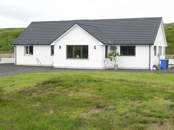 4 Bedrooms Detached Bungalow for sale in Cnoc Dubh, 23 Portnalong, Carbost, Isle of Skye, IV47 8SL