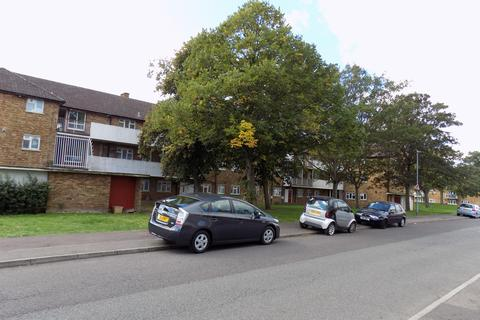 2 bedroom flat for sale - Padnell Road, Romford RM6