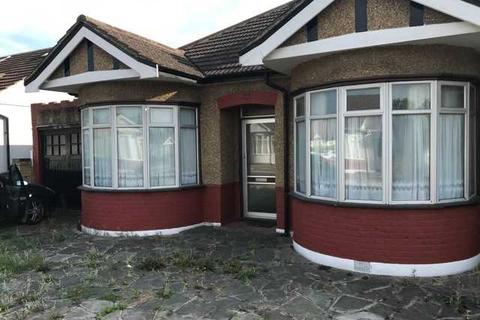 3 bedroom bungalow for sale - Randall Drive, Hornchurch, Essex