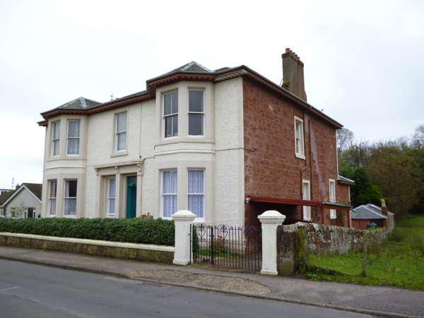 2 Bedrooms Flat for sale in G/R, 9 Kames Street, Millport, Isle Of Cumbrae, KA28 0BN