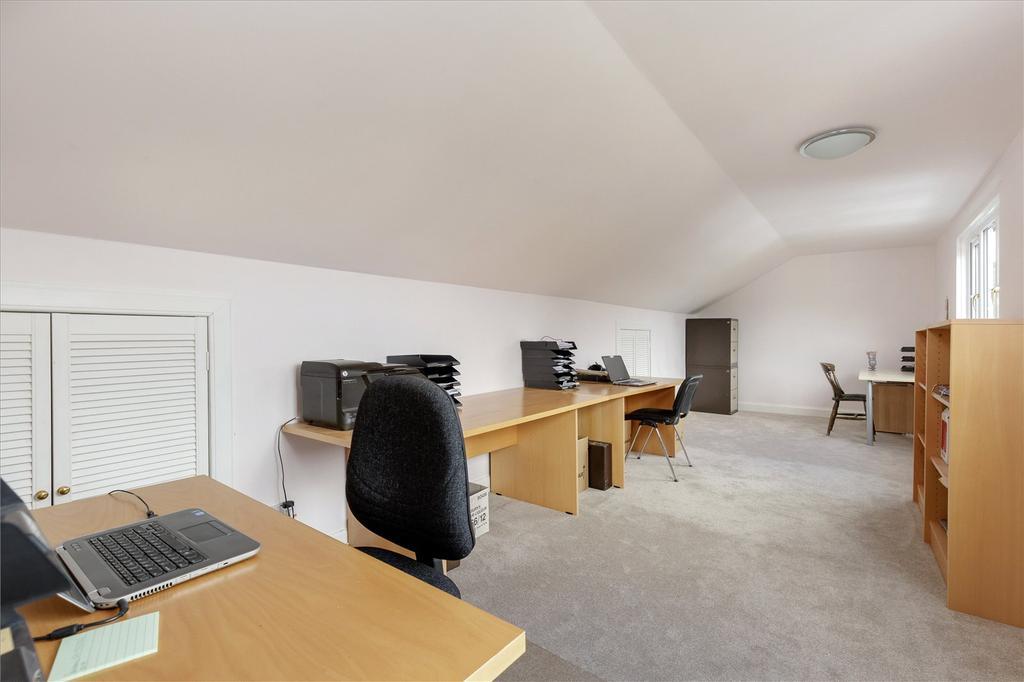 Bedroom/ Office