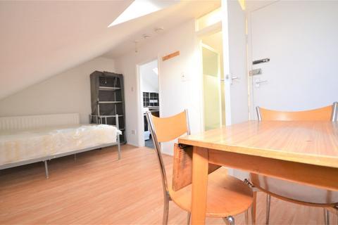 Studio to rent - Tiverton Road, Hounslow TW3 4JE
