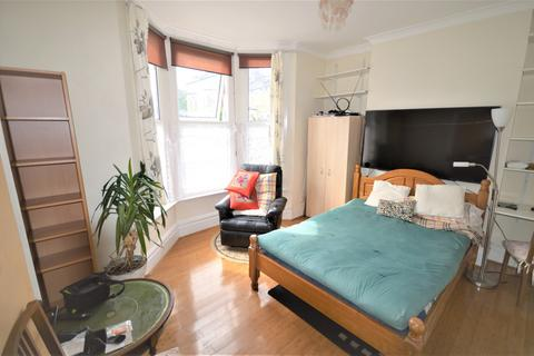 1 bedroom house share to rent - St. Swithuns Road, Hither Green, SE13