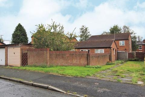 2 bedroom bungalow for sale - Calbourne Crescent, Manchester, M12