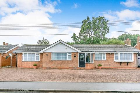 2 bedroom detached bungalow for sale - Tythe Barn Lane, Shirley