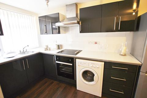 2 bedroom apartment to rent - East Road