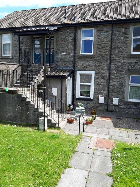 2 Bedrooms Flat for sale in 96c Alexander Street, Dunoon, PA23 7BD
