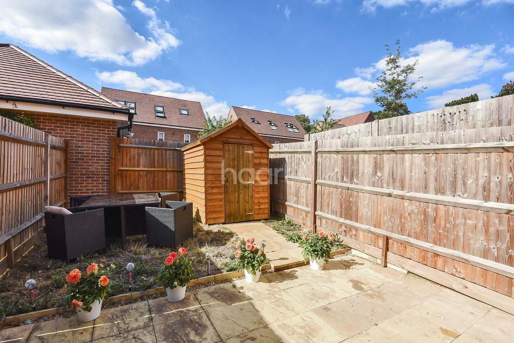 3 Bedrooms Semi Detached House for sale in Wokingham