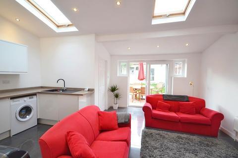 4 bedroom terraced house to rent - Wainbody Avenue South, Finham, Coventry CV3 6BX