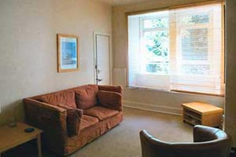 1 bedroom property to rent - 84 (2f4) Broughton Road