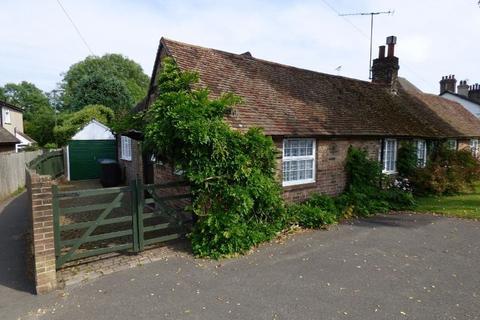 2 bedroom semi-detached bungalow for sale - Whitemans Green, Cuckfield