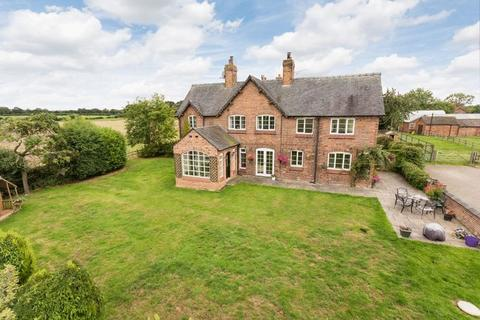 4 bedroom country house for sale - Hall O' The Heath, Oakhanger, Near Haslington
