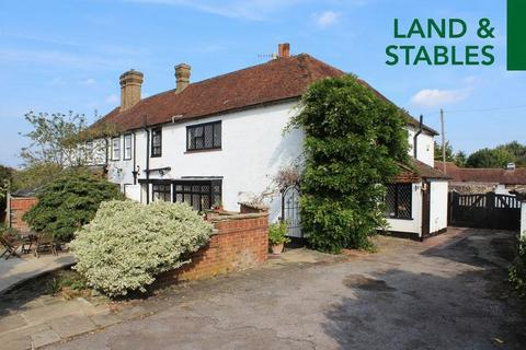 4 bedroom farm house for sale - East Farleigh with Land & Stables