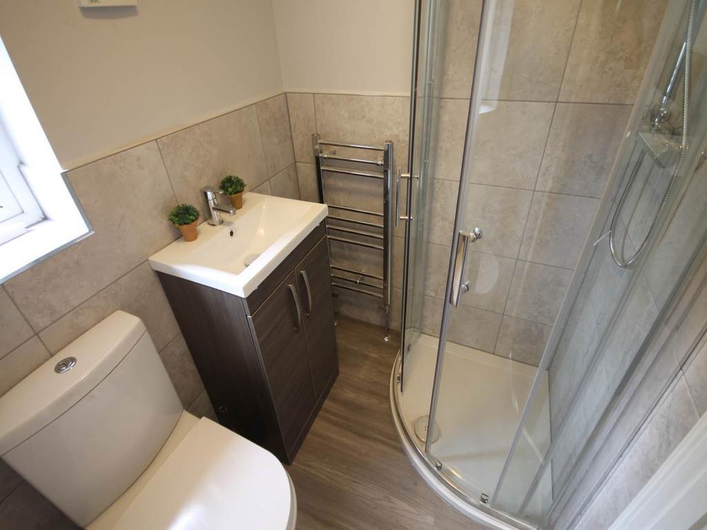 Room Two en suite