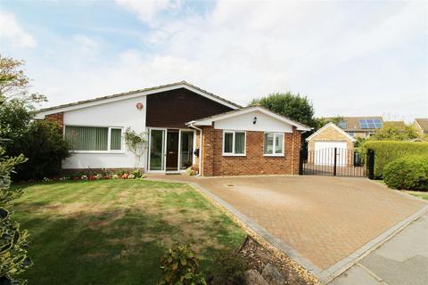 3 bedroom detached bungalow for sale - Rosehill Park, Emmer Green, Reading