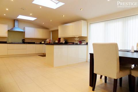 3 bedroom house to rent - Knoll Drive, Styvechale, Coventry