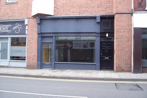 Shop to rent - Bridgegate, Retford, DN22 6AA