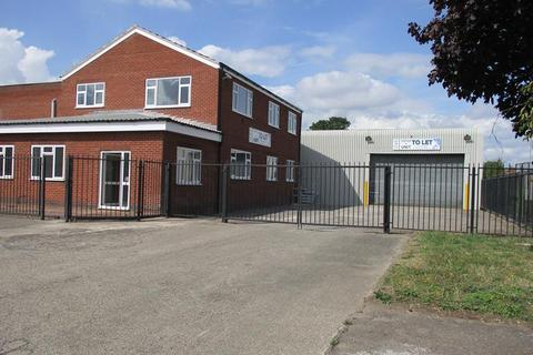 Industrial unit to rent - 10/11 West Carr Business Park, West Carr Rd, Retford
