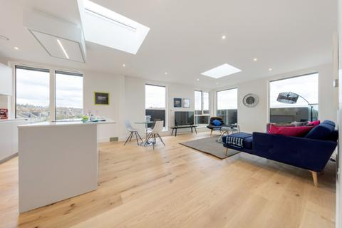 2 bedroom penthouse for sale - Silvester Road, London, London SE22