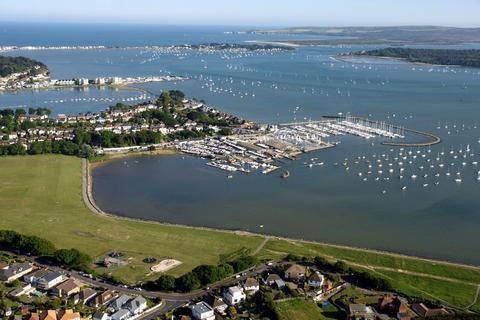 2 bedroom apartment to rent - Taverner Close, Poole