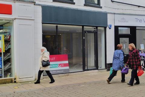 Shop to rent - 6 Norfolk Street, King's Lynn, Norfolk, PE30 1AR