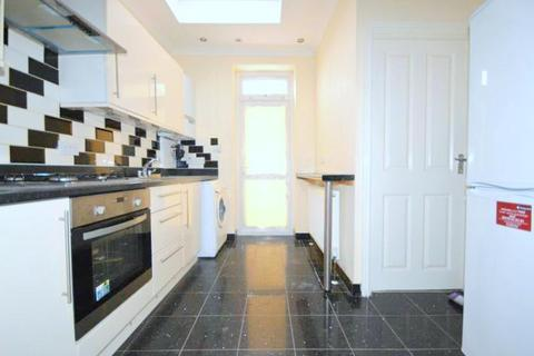 2 bedroom flat to rent - Browning Road, Manor Park, London E12