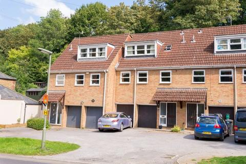 4 bedroom semi-detached house for sale - Godalming. Highly Convenient Location!